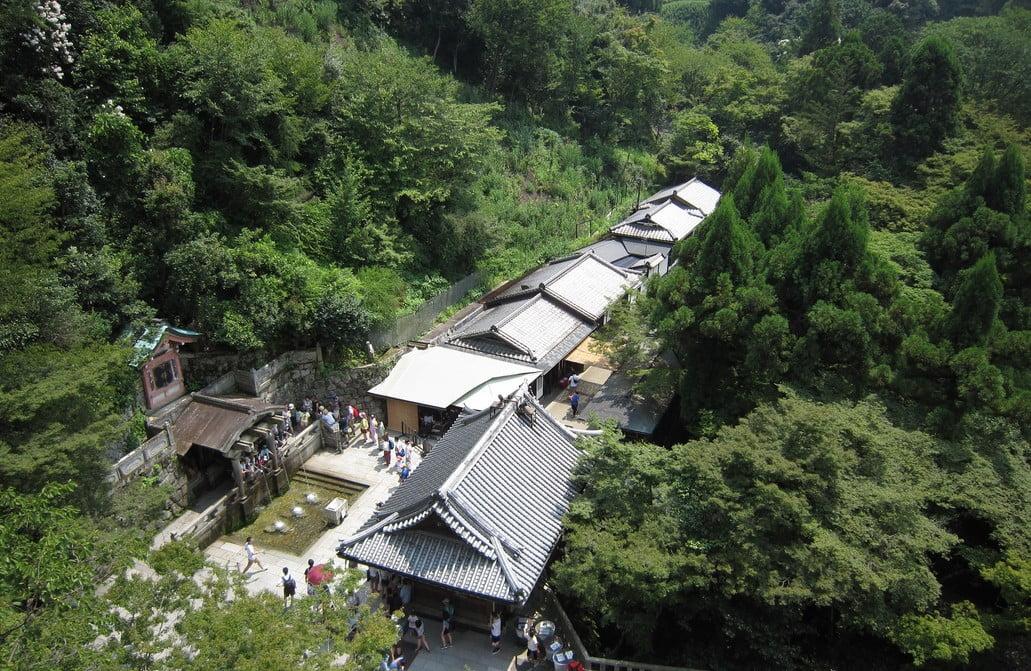 京都・清水寺の「音羽の滝」の「水源・お水の飲み方」と、意外な御利益とは?