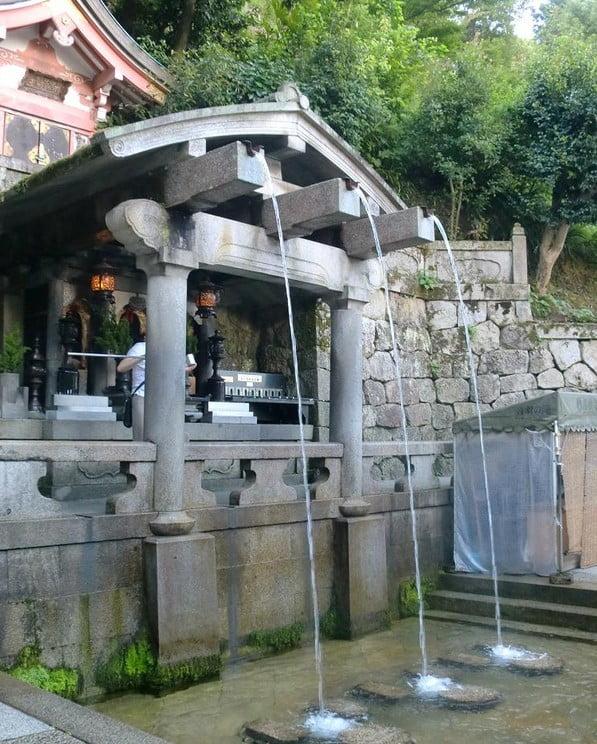 京都・清水寺の「音羽の滝」の3つの水の意味と由来とご利益(効果)