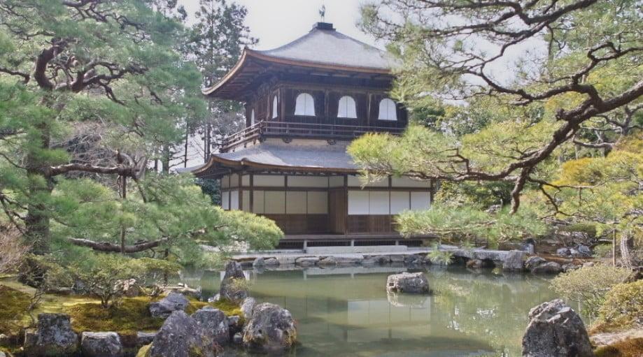 金閣寺と銀閣寺を結ぶ、京都市内のバスは存在しない?