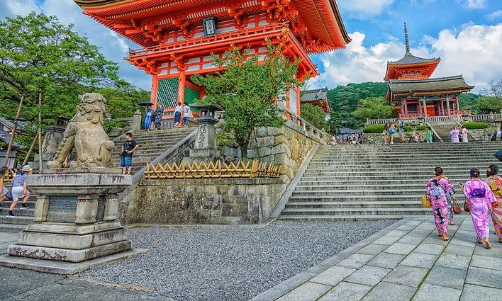 知らなかった!!京都・清水寺は、逆から入ると拝観料金が無料になった?!