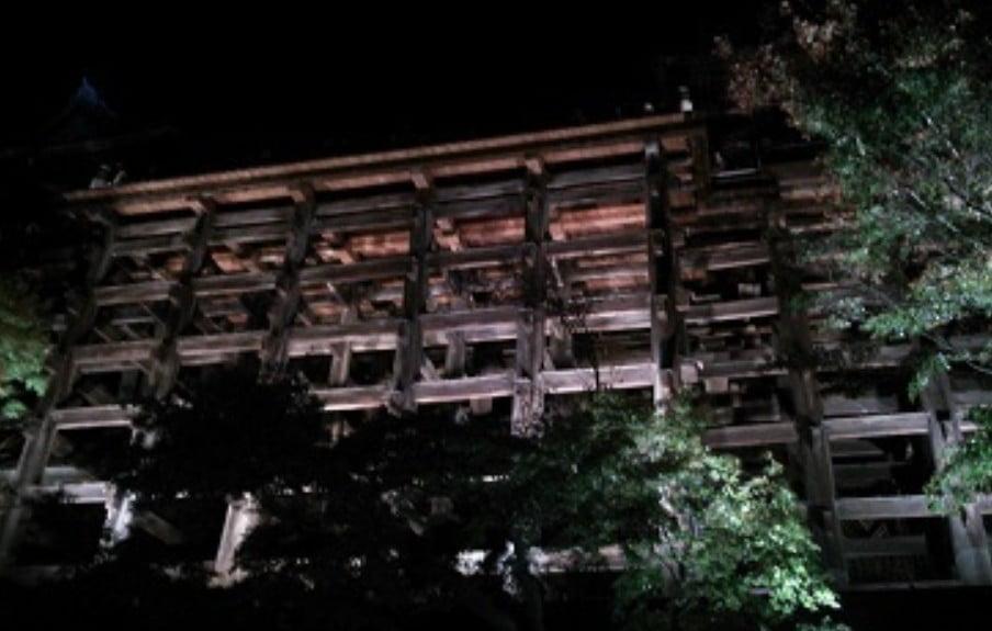 清水寺の舞台の下には飛び降りた人の霊が・・?!