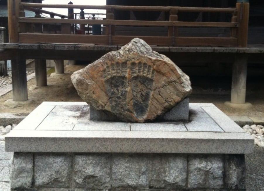 えぇっ?!京都・清水寺には「仏足石」という仏様の足跡が本当にあった!?