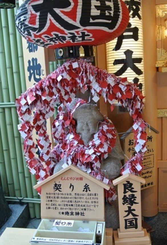 【効果・絶大!】京都・地主神社の謎めいたご利益「契り糸」とは?